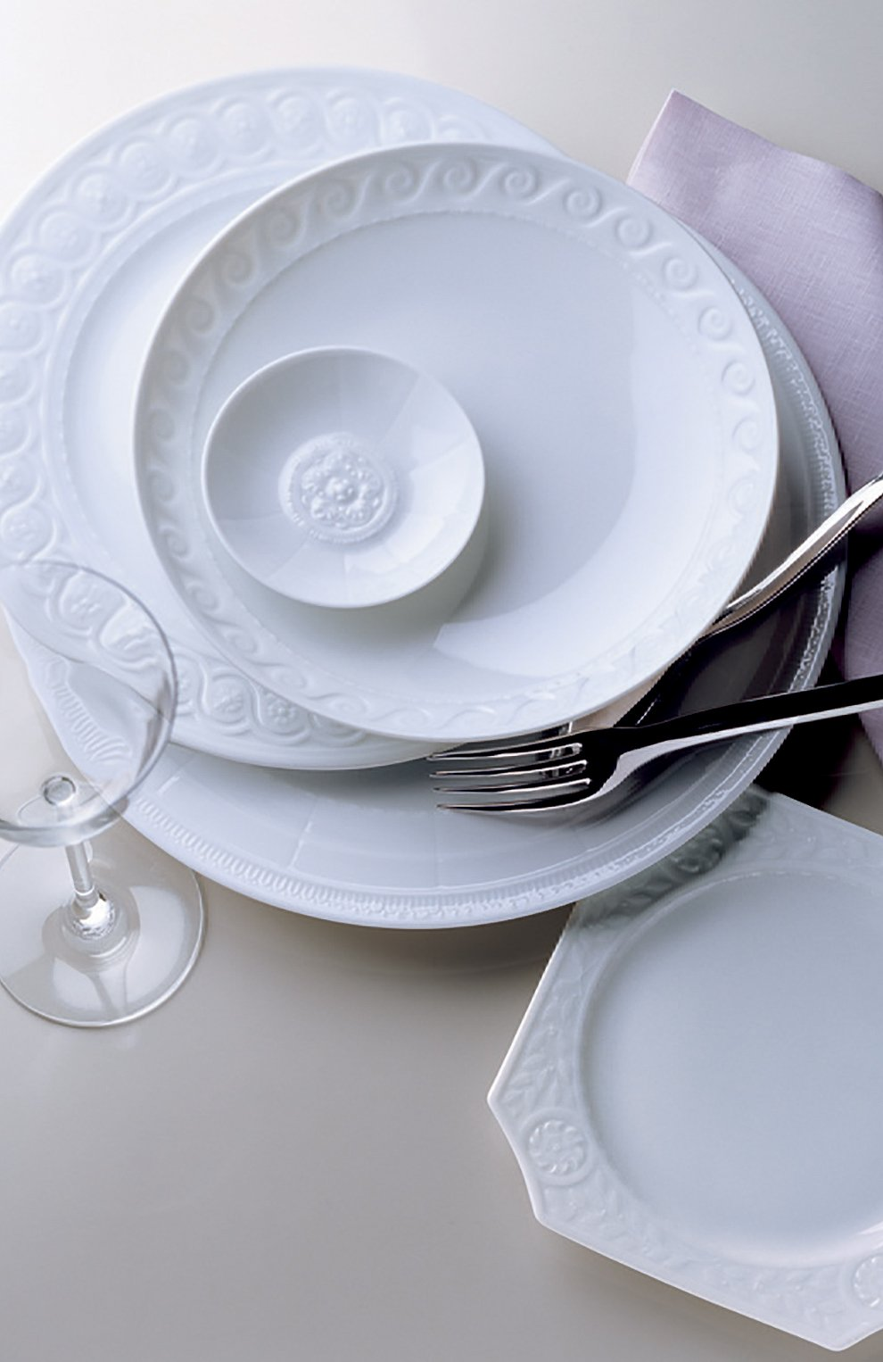 Мужского блюдо для торта на ножке louvre BERNARDAUD белого цвета, арт. 0542/20941 | Фото 3