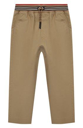 Детские хлопковые брюки BURBERRY бежевого цвета, арт. 8030128 | Фото 1