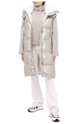 Женский пуховый жилет YVES SALOMON серебряного цвета, арт. 21WYG02200TEDI | Фото 2