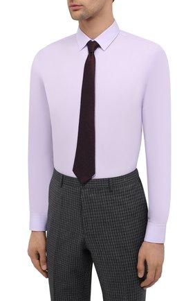 Мужская хлопковая сорочка HUGO сиреневого цвета, арт. 50418107 | Фото 4 (Манжеты: На пуговицах; Воротник: Кент; Рукава: Длинные; Длина (для топов): Стандартные; Материал внешний: Хлопок; Стили: Классический; Случай: Формальный; Принт: Однотонные; Мужское Кросс-КТ: Сорочка-одежда)