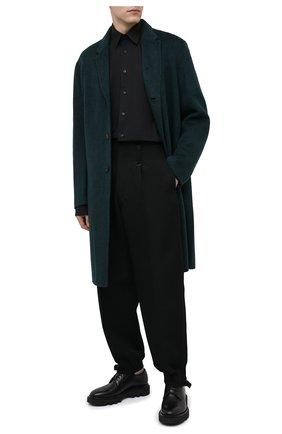 Мужская хлопковая рубашка VETEMENTS черного цвета, арт. UAH21SH143 1006/M   Фото 2 (Материал внешний: Хлопок; Рукава: Длинные; Случай: Повседневный; Стили: Минимализм; Воротник: Кент; Манжеты: На пуговицах; Мужское Кросс-КТ: Рубашка-одежда; Принт: Однотонные; Длина (для топов): Удлиненные)