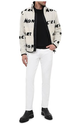 Мужские джинсы MONCLER белого цвета, арт. F2-091-2A728-10-54A2A | Фото 2 (Материал внешний: Хлопок, Деним; Стили: Кэжуэл; Силуэт М (брюки): Прямые; Длина (брюки, джинсы): Стандартные)