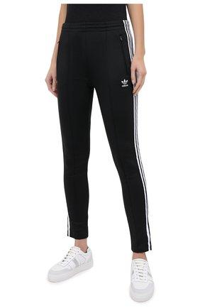 Женские брюки ADIDAS ORIGINALS черного цвета, арт. GD2361   Фото 3 (Женское Кросс-КТ: Брюки-спорт, Брюки-одежда; Длина (брюки, джинсы): Стандартные; Кросс-КТ: Спорт; Материал внешний: Синтетический материал, Хлопок; Силуэт Ж (брюки и джинсы): Узкие)