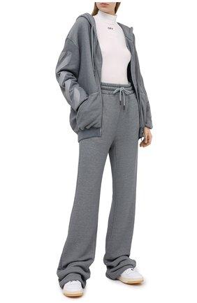 Женские хлопковые брюки OFF-WHITE серого цвета, арт. 0WCH005E20JER0010808   Фото 2