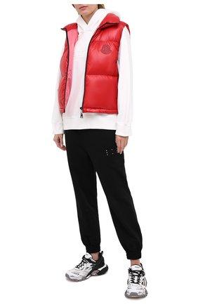 Женский пуховый жилет MONCLER красного цвета, арт. F2-093-1A563-00-C0065 | Фото 2