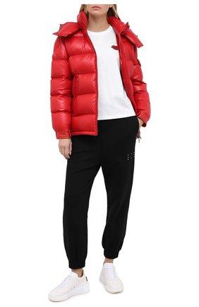 Женский пуховая куртка MONCLER красного цвета, арт. F2-093-1A576-00-C0064 | Фото 2