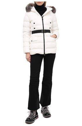 Женский пуховая куртка MONCLER белого цвета, арт. F2-093-1B540-02-C0059 | Фото 2