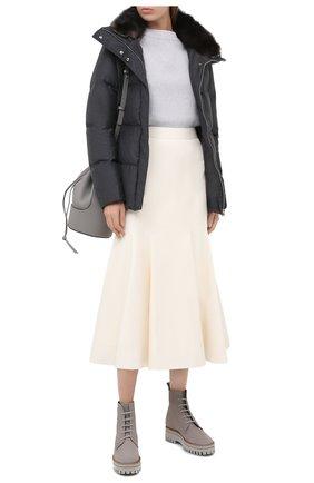 Женская куртка с меховой отделкой YVES SALOMON серого цвета, арт. 21WYV02465W02W | Фото 2