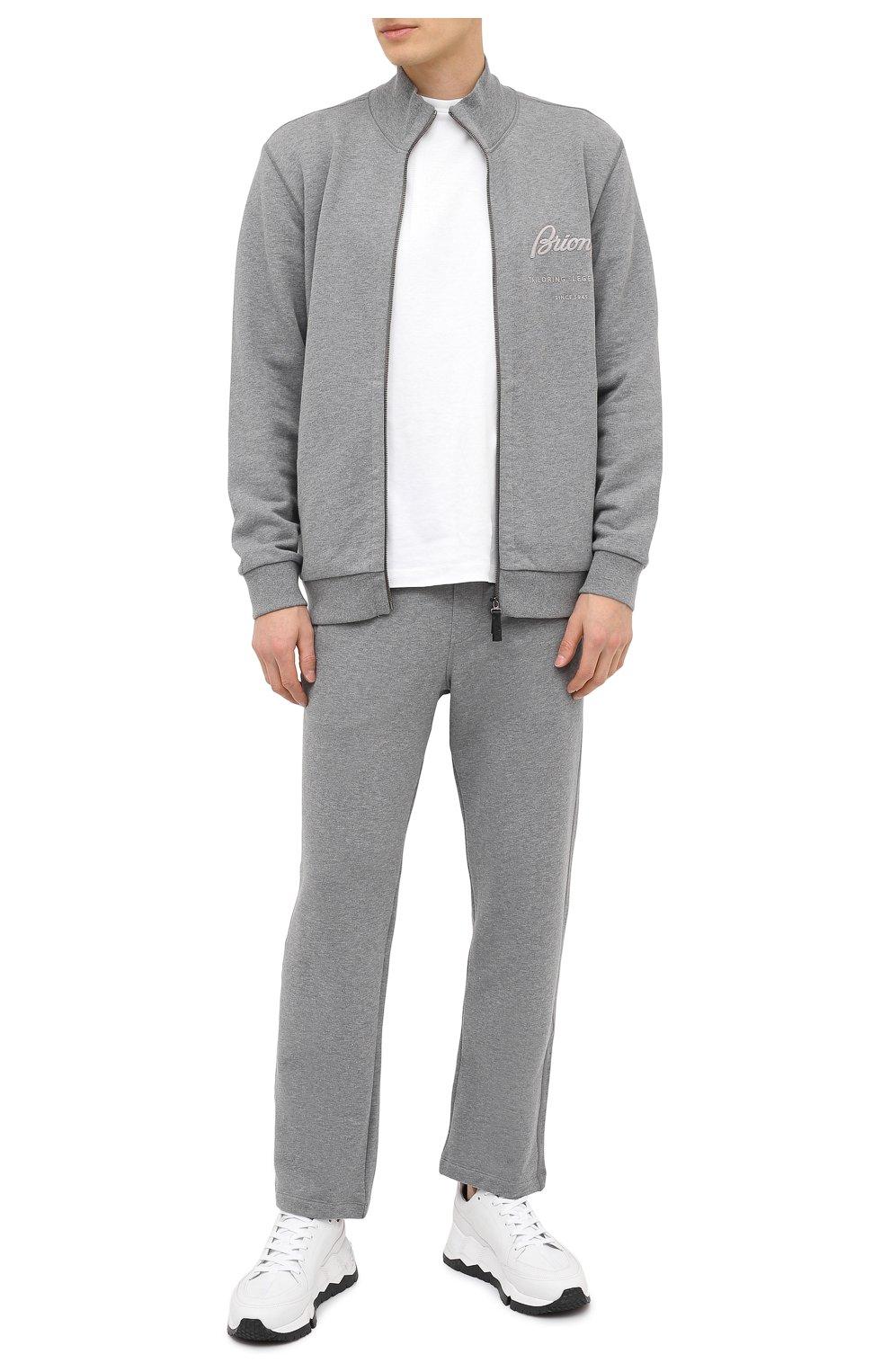Мужские хлопковые брюки BRIONI серого цвета, арт. UJDJ0L/09630   Фото 2 (Мужское Кросс-КТ: Брюки-трикотаж; Длина (брюки, джинсы): Стандартные; Случай: Повседневный; Материал внешний: Хлопок; Стили: Спорт-шик)