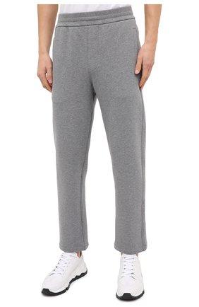 Мужские хлопковые брюки BRIONI серого цвета, арт. UJDJ0L/09630   Фото 3 (Мужское Кросс-КТ: Брюки-трикотаж; Длина (брюки, джинсы): Стандартные; Случай: Повседневный; Материал внешний: Хлопок; Стили: Спорт-шик)