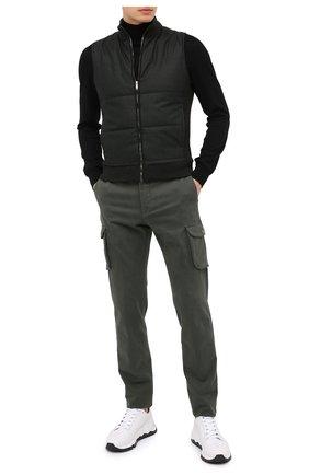 Мужские брюки-карго из хлопка и кашемира KITON темно-зеленого цвета, арт. UFPPCAJ02T42 | Фото 2 (Материал внешний: Хлопок; Длина (брюки, джинсы): Стандартные; Силуэт М (брюки): Карго; Случай: Повседневный; Стили: Кэжуэл)