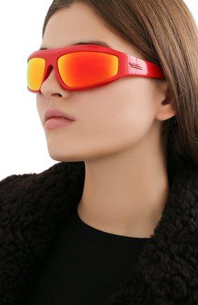 Женские солнцезащитные очки BOTTEGA VENETA красного цвета, арт. BV1078S | Фото 2