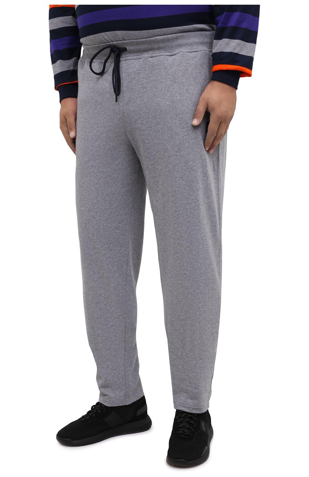 Мужские хлопковые брюки PAUL&SHARK серого цвета, арт. C0P1062/C00/3XL-6XL   Фото 3 (Мужское Кросс-КТ: Брюки-трикотаж; Длина (брюки, джинсы): Стандартные; Случай: Повседневный; Материал внешний: Хлопок; Стили: Спорт-шик)