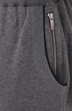 Мужские брюки из хлопка и кашемира CORTIGIANI серого цвета, арт. 914613/0000/60-70 | Фото 5 (Big sizes: Big Sizes; Мужское Кросс-КТ: Брюки-трикотаж; Длина (брюки, джинсы): Стандартные; Случай: Повседневный; Материал внешний: Хлопок; Стили: Спорт-шик)