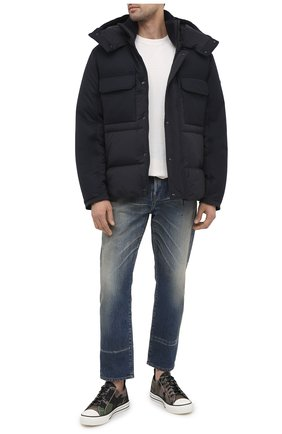 Мужская пуховая куртка wilfrid MONCLER темно-синего цвета, арт. F2-091-1B538-00-53132 | Фото 2 (Материал внешний: Синтетический материал; Материал подклада: Синтетический материал; Длина (верхняя одежда): Короткие; Рукава: Длинные; Материал утеплителя: Пух и перо; Мужское Кросс-КТ: Верхняя одежда, Пуховик-верхняя одежда, пуховик-короткий; Стили: Кэжуэл; Кросс-КТ: Пуховик, Куртка)