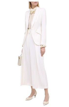 Женские шерстяные брюки ALEXANDER MCQUEEN белого цвета, арт. 633596/QJAAC   Фото 2