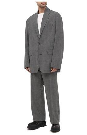 Мужской шерстяной пиджак BALENCIAGA серого цвета, арт. 629328/TIT04   Фото 2 (Рукава: Длинные; Материал внешний: Шерсть; Длина (для топов): Стандартные; Материал подклада: Купро; 1-2-бортные: Однобортные; Пиджаки М: Свободный; Случай: Повседневный; Стили: Минимализм)