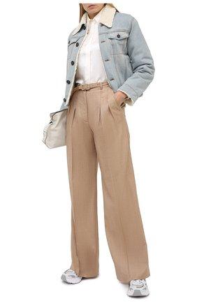 Женская джинсовая куртка VICTORIA, VICTORIA BECKHAM голубого цвета, арт. 2420DJK002099A   Фото 2