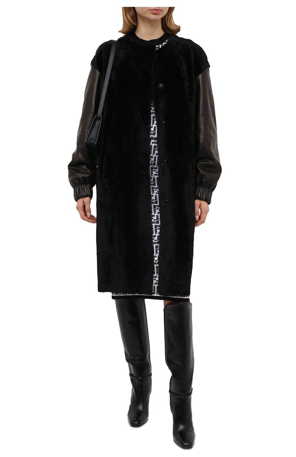 Женская шуба из овчины DROME черного цвета, арт. DPD5769/D1993 | Фото 2 (Женское Кросс-КТ: Мех; Рукава: Длинные; Материал внешний: Натуральный мех; Длина (верхняя одежда): До колена; Стили: Кэжуэл)