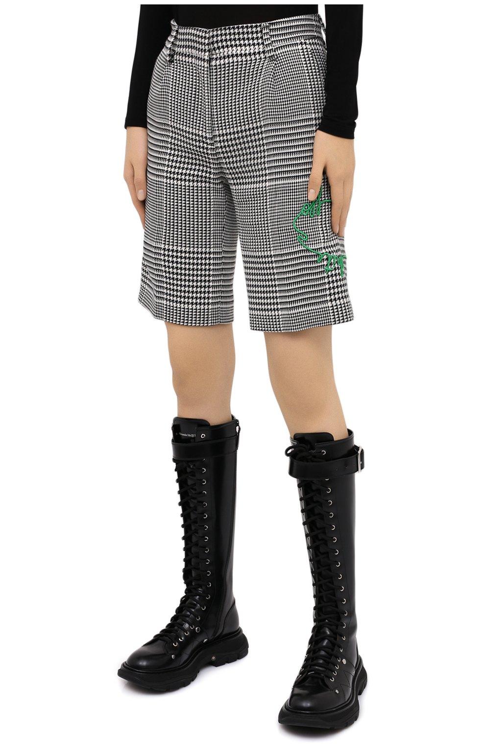 Женские шорты OFF-WHITE черно-белого цвета, арт. 0WCA110E20FAB0021055   Фото 3 (Женское Кросс-КТ: Шорты-одежда; Длина Ж (юбки, платья, шорты): Мини; Материал внешний: Синтетический материал, Вискоза; Стили: Спорт-шик)