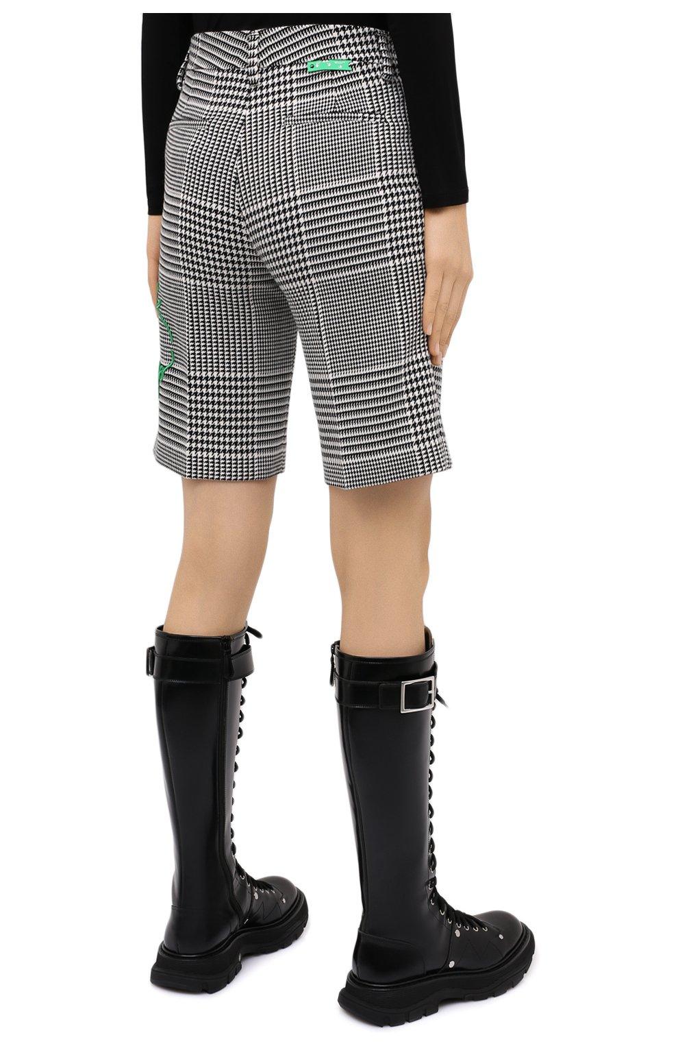 Женские шорты OFF-WHITE черно-белого цвета, арт. 0WCA110E20FAB0021055   Фото 4 (Женское Кросс-КТ: Шорты-одежда; Длина Ж (юбки, платья, шорты): Мини; Материал внешний: Синтетический материал, Вискоза; Стили: Спорт-шик)