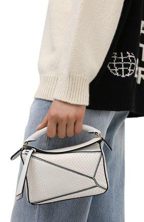 Женская сумка puzzle mini из кожи питона LOEWE белого цвета, арт. A510U95X23/PBIV | Фото 2 (Ремень/цепочка: На ремешке; Размер: mini; Сумки-технические: Сумки top-handle, Сумки через плечо)