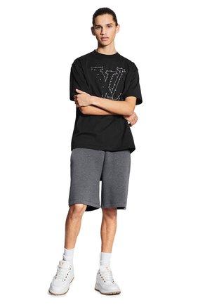 Мужская хлопковая футболка LOUIS VUITTON черного цвета, арт. 1A83R4 | Фото 2