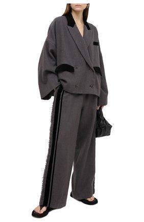 Женские шерстяные брюки UMA WANG светло-серого цвета, арт. A0 W UW3016 | Фото 2 (Длина (брюки, джинсы): Стандартные; Материал внешний: Шерсть; Женское Кросс-КТ: Брюки-одежда; Силуэт Ж (брюки и джинсы): Широкие; Стили: Спорт-шик)