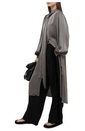 Женское платье UMA WANG серого цвета, арт. A0 W UW5016 | Фото 2 (Длина Ж (юбки, платья, шорты): Миди; Рукава: Длинные; Женское Кросс-КТ: Платье-одежда; Случай: Повседневный; Стили: Кэжуэл; Материал внешний: Купро)
