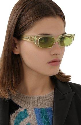 Женские солнцезащитные очки VALENTINO желтого цвета, арт. 4080-5165/2   Фото 2 (Тип очков: С/з; Очки форма: Узкие)