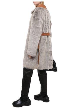 Женская шуба из овчины LOEWE бежевого цвета, арт. S540336XAA | Фото 2
