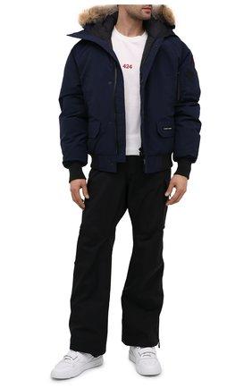 Мужской пуховый бомбер chilliwack CANADA GOOSE темно-синего цвета, арт. 7999M | Фото 2 (Рукава: Длинные; Материал внешний: Синтетический материал; Длина (верхняя одежда): Короткие; Мужское Кросс-КТ: Верхняя одежда, Пуховик-верхняя одежда, пуховик-короткий; Принт: Без принта; Кросс-КТ: Пуховик, Куртка; Стили: Кэжуэл; Материал подклада: Синтетический материал; Материал утеплителя: Пух и перо)