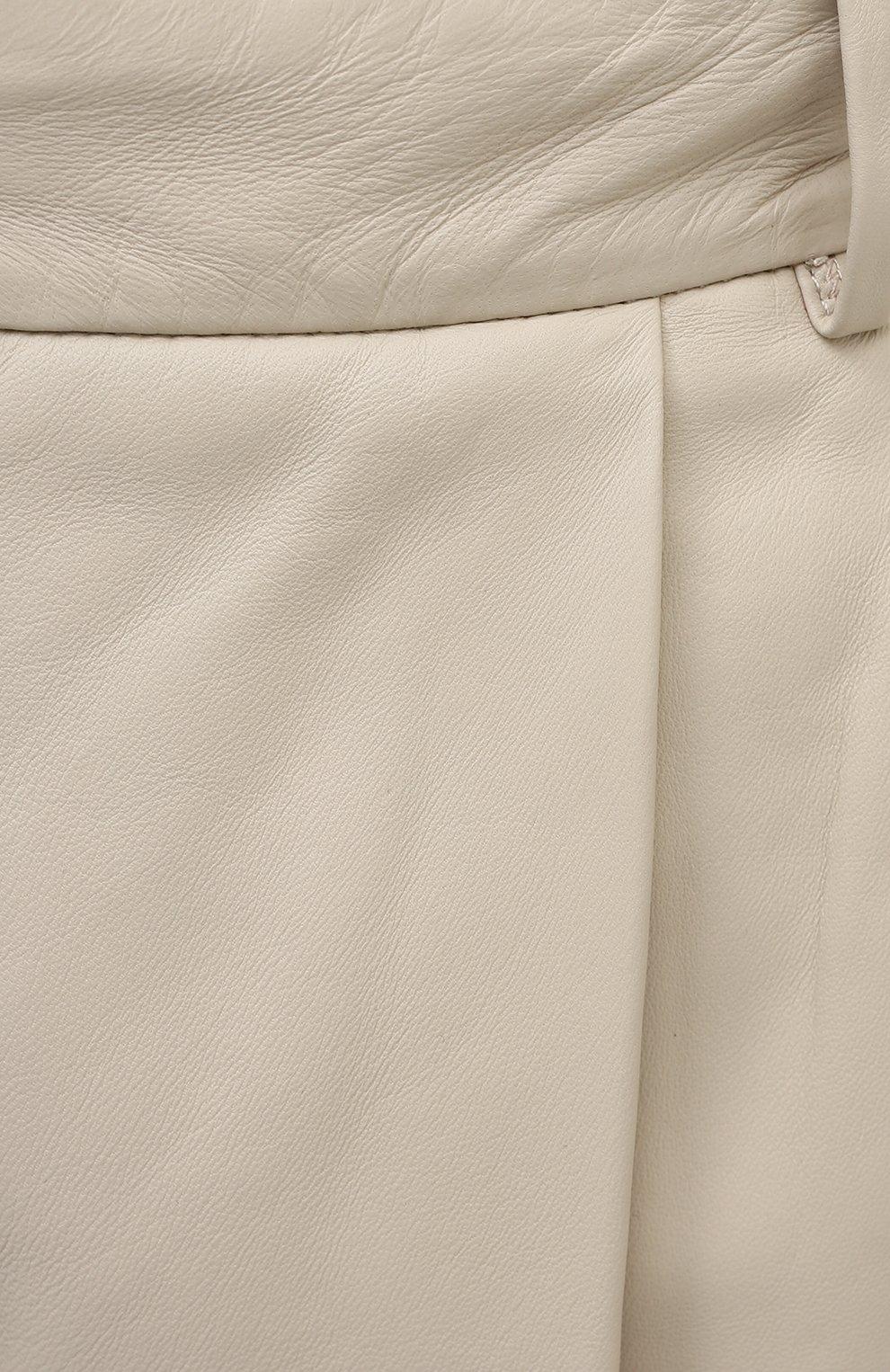 Женские кожаные шорты JOSEPH светло-бежевого цвета, арт. JF005105   Фото 5 (Женское Кросс-КТ: Шорты-одежда; Кросс-КТ: Широкие; Длина Ж (юбки, платья, шорты): До колена)