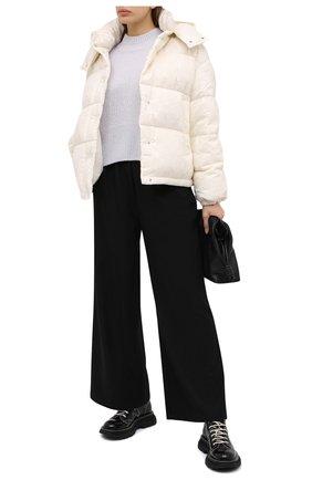 Женский пуховая куртка MONCLER белого цвета, арт. F2-093-1A571-00-53A0C | Фото 2