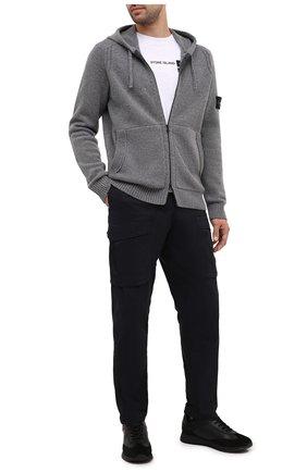 Мужской хлопковые брюки-карго STONE ISLAND темно-синего цвета, арт. 731530710 | Фото 2
