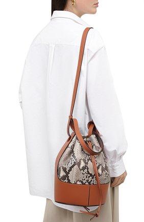 Женская сумка balloon из кожи питона LOEWE коричневого цвета, арт. A710AC3X48/PRET | Фото 2