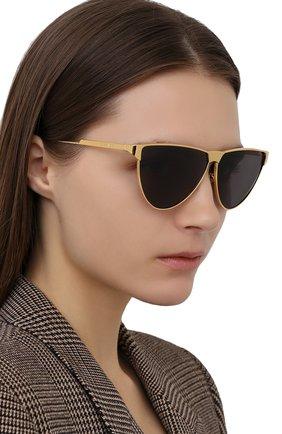 Женские солнцезащитные очки BOTTEGA VENETA золотого цвета, арт. BV1070S | Фото 2