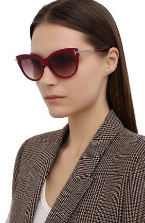 Женские солнцезащитные очки TOM FORD красного цвета, арт. TF821   Фото 2