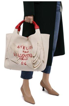 Женский сумка-шопер valentino garavani atelier medium VALENTINO бежевого цвета, арт. UW0B0H90/AYY | Фото 2
