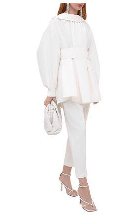 Женские шерстяные брюки ALEXANDER MCQUEEN белого цвета, арт. 634002/QJAAC   Фото 2