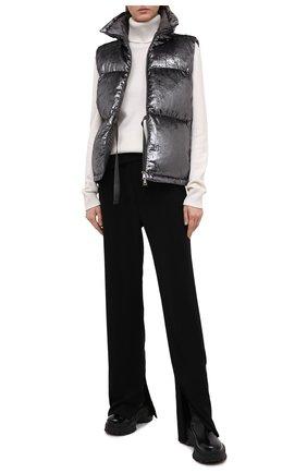 Женский пуховый жилет MONCLER серебряного цвета, арт. F2-093-1A551-00-54ANX | Фото 2