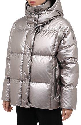 Женский пуховая куртка MONCLER серебряного цвета, арт. F2-093-1A51N-00-V0124   Фото 3