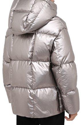 Женский пуховая куртка MONCLER серебряного цвета, арт. F2-093-1A51N-00-V0124   Фото 4