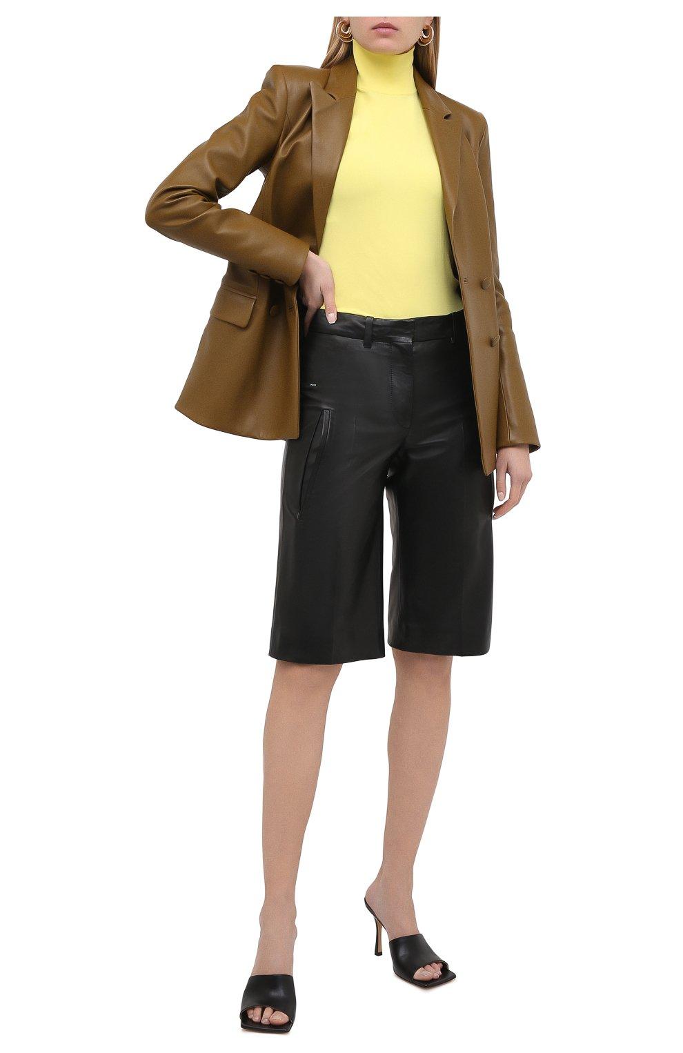 Женские кожаные шорты OFF-WHITE черного цвета, арт. 0WJF004F20LEA0011000   Фото 2 (Женское Кросс-КТ: Шорты-одежда; Стили: Гранж; Кросс-КТ: Широкие; Длина Ж (юбки, платья, шорты): До колена; Материал подклада: Вискоза)
