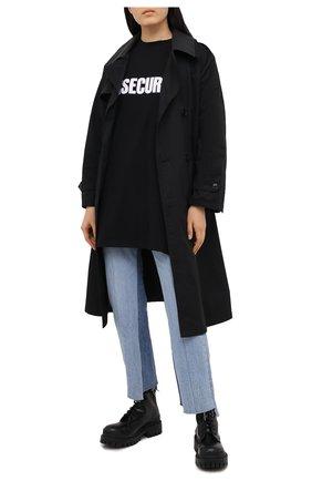 Женская хлопковая футболка VETEMENTS черного цвета, арт. UE51TR320B 1600/W | Фото 2