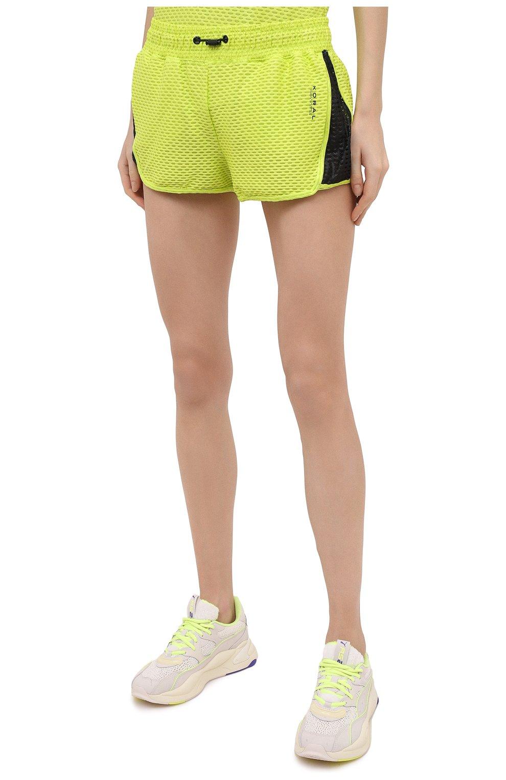 Женские шорты KORAL светло-зеленого цвета, арт. A2526K09 | Фото 3 (Длина Ж (юбки, платья, шорты): Мини; Кросс-КТ: Спорт; Материал внешний: Синтетический материал; Женское Кросс-КТ: Шорты-спорт)