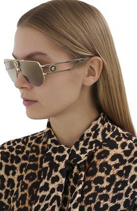 Женские солнцезащитные очки VERSACE золотого цвета, арт. 2225-10027I | Фото 2