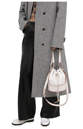 Женская сумка balloon LOEWE белого цвета, арт. A710C31X31 | Фото 2 (Материал: Натуральная кожа; Размер: small; Ремень/цепочка: На ремешке; Сумки-технические: Сумки top-handle, Сумки через плечо)