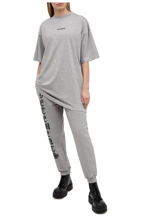 Женская хлопковая футболка VETEMENTS серого цвета, арт. UE51TR540G 1600/W | Фото 2