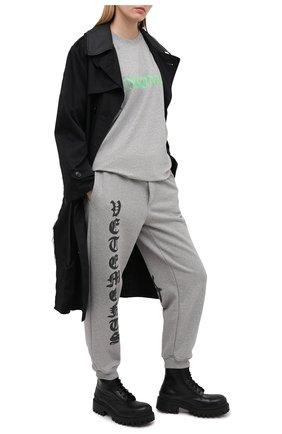 Женские хлопковые джоггеры VETEMENTS серого цвета, арт. ME51PA820G 1601/W | Фото 2